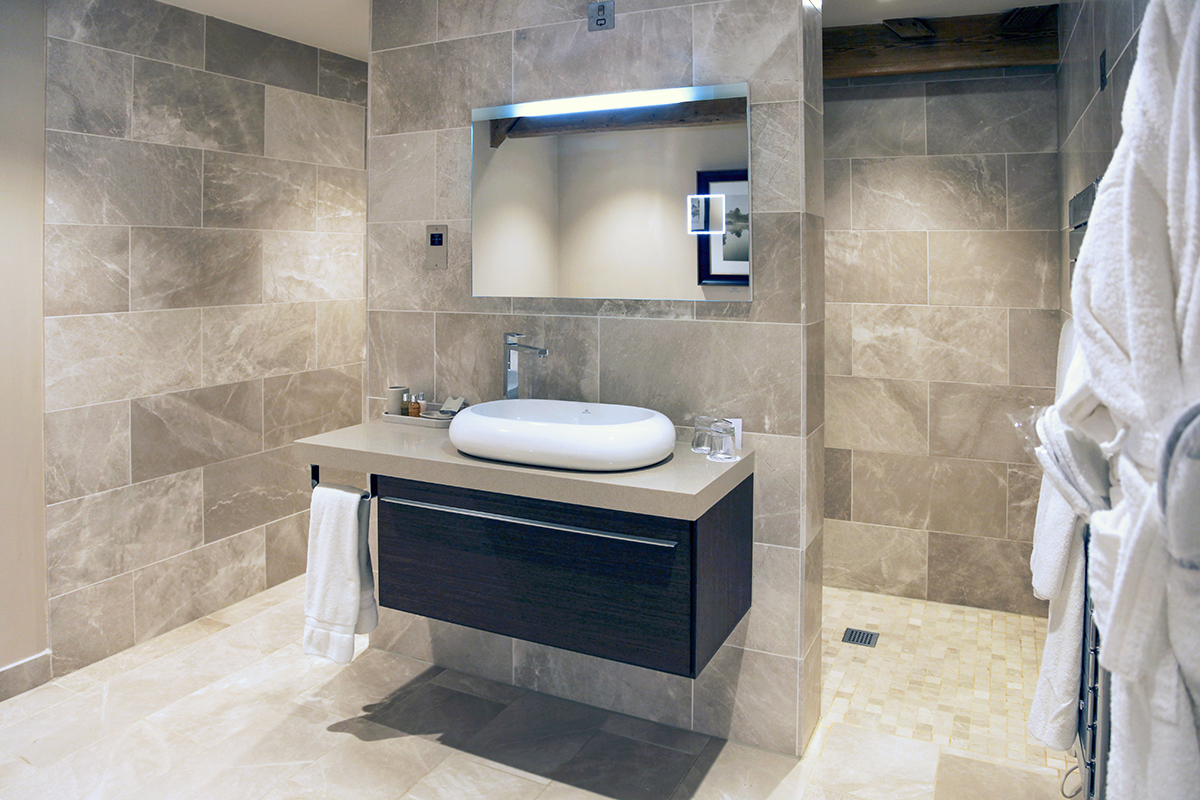 Noken en close house hotel newcastle reino unido for Porcelanosa bathroom designs
