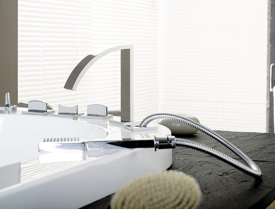 porcelanosa brest good photo lorvaltais jeanpierre pondard directeur rgional ouest de. Black Bedroom Furniture Sets. Home Design Ideas