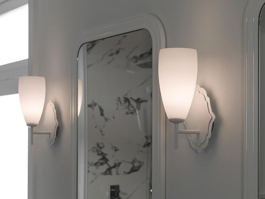 Apliques para espejos: el complemento de baño perfecto