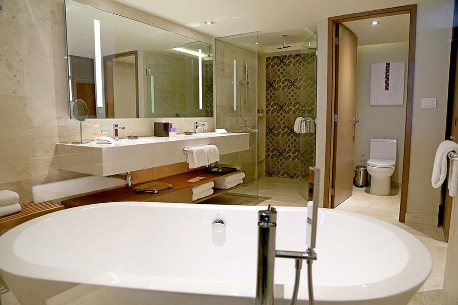 Ba os de dise o en el hotel hyatt ziva canc n lujo y - Hoteles en banos ...