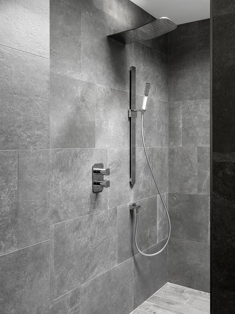 ducha-empotrada-elementos-externos-ventajas